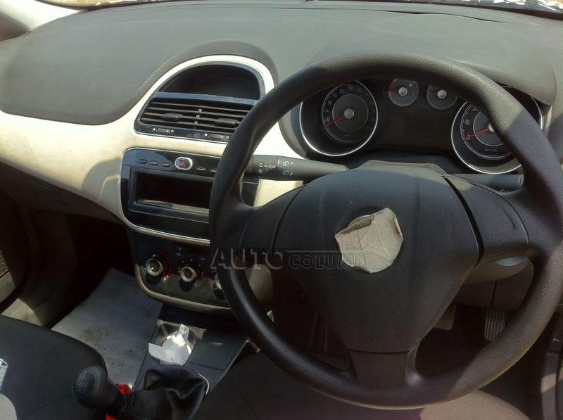 2014 fiat punto facelift spy shot interior dashboard carblogindia. Black Bedroom Furniture Sets. Home Design Ideas