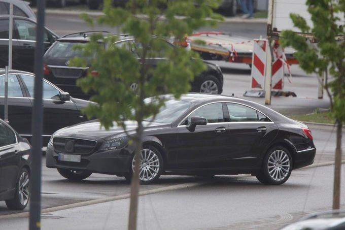 Erlkoenig-Mercedes-Benz-CLS-Facelift-fotoshowImage-35e83ab5-709051