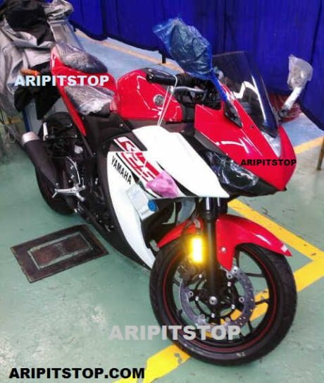 Yamaha R25 Production Variant Front Right Quarter
