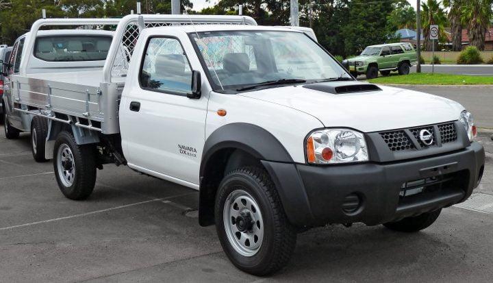 2010-2011_Nissan_Navara_(D22_MY2010)_DX_2-door_cab_chassis_(2011-04-22)