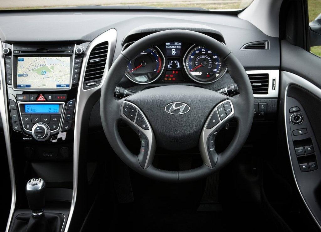 Hyundai I30n >> 2013 Hyundai i30 Interior Driver Seat View - CarBlogIndia