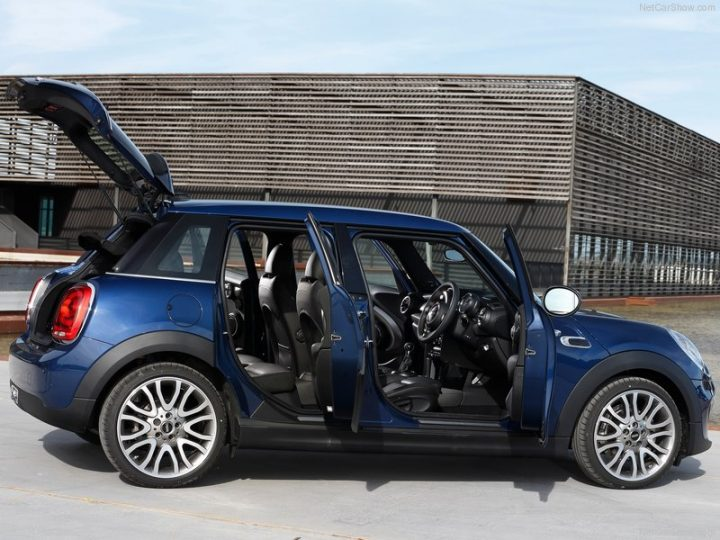 Mini-Cooper_5-door_2015_800x600_wallpaper_4e