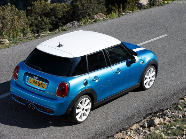 Mini-Cooper_5-door_2015_800x600_wallpaper_55
