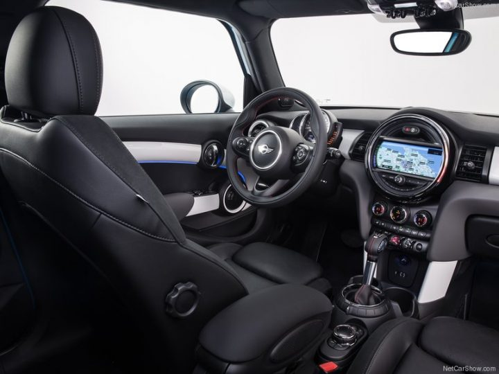 Mini-Cooper_5-door_2015_800x600_wallpaper_99