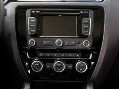 Volkswagen-Jetta_2015_India_Interior_touchscreen