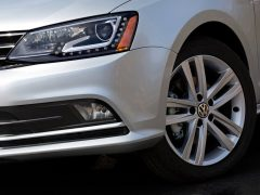 Volkswagen-Jetta_2015_India_drl_headlight