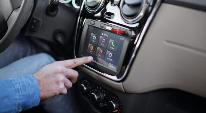 Renault-Lodgy-touchscreen-infotainment-system