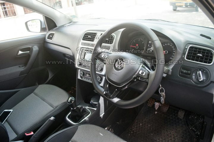 2014-VW-Cross-Polo-facelift-IAB-interior