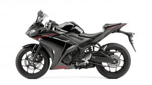 2015-Yamaha-YZF-R320-EU-Midnight-Black-Studio-006