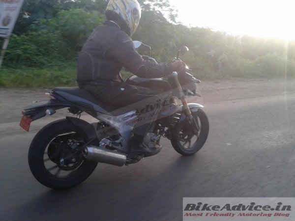 Mahindra-Mojo-Spy-Pics-Black-India-2-600x450