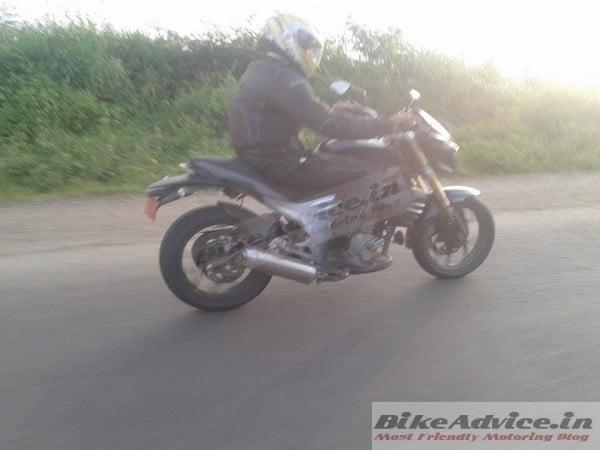 Mahindra-Mojo-Spy-Pics-Black-India-4-600x450