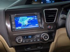 2014-honda-civic-sedan-interior-infotainment-system-images