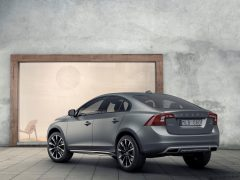 2016-volvo-s60-cross-country-images-rear-quarter