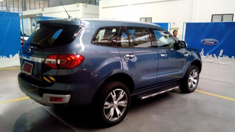 2016-Ford-Endeavour-3.2L-rear-angle - CarBlogIndia