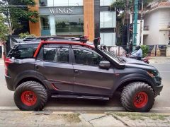 XUV500 INtrepid side