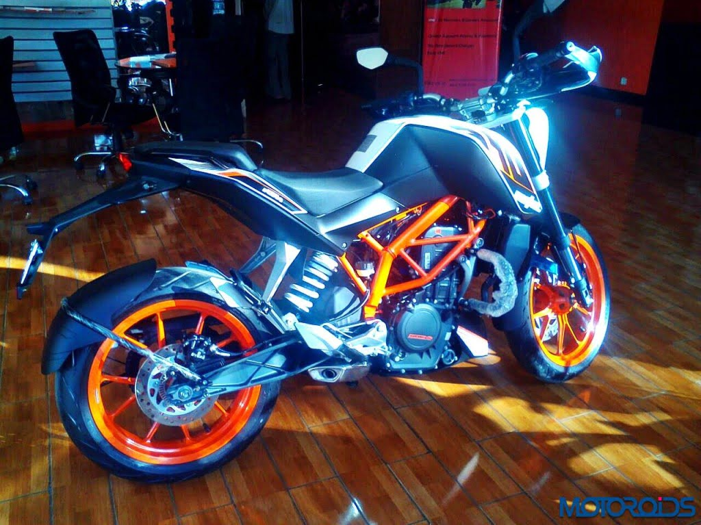 ktm-duke-390-2015-model-pics-1 - CarBlogIndia