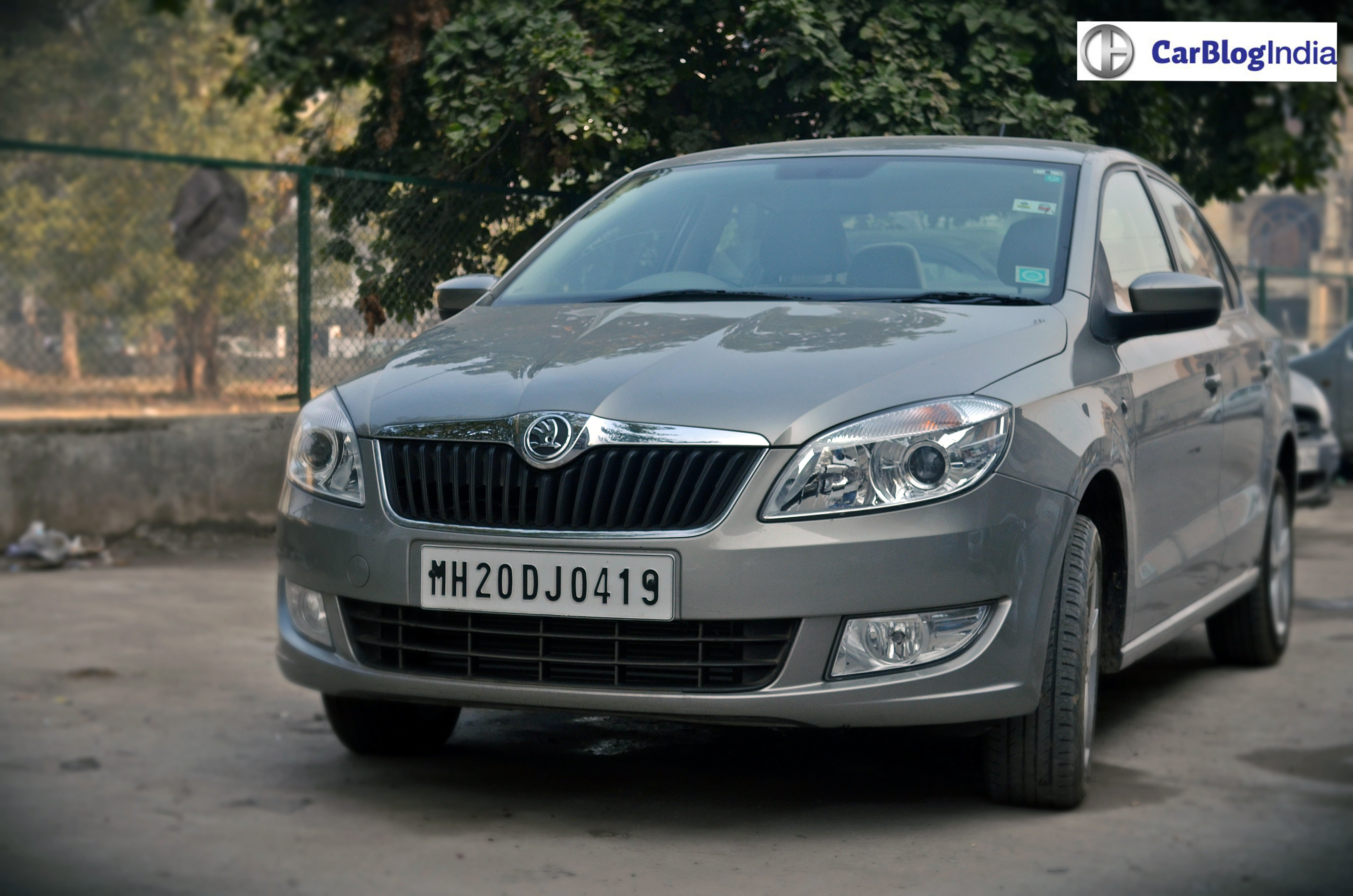 skoda rapid 1 5 tdi dsg review test drive video. Black Bedroom Furniture Sets. Home Design Ideas