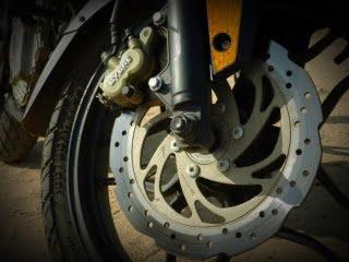 bajaj-pulsar-rs-200-disc-brakes