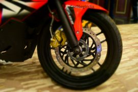 bajaj-pulsar-rs-200-red-alloy-wheel