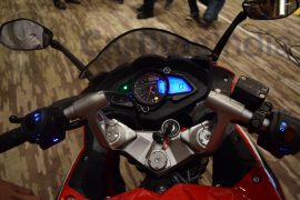 bajaj-pulsar-rs-200-red-speedo