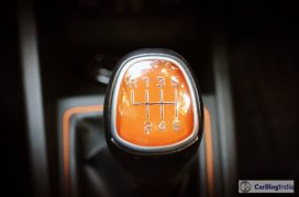 hyundai-i20-active-interior-gear-knob-orange