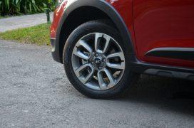 hyundai-i20-active-red-alloy-wheels