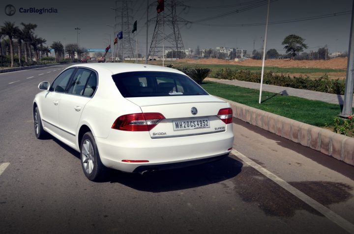 skoda-superb-review-pics-rear (2)