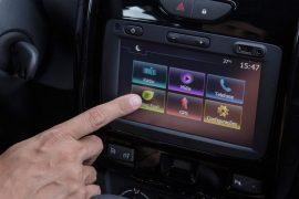 2015-Renault-Duster-facelift-Media-NAV-system-Brazil-pics