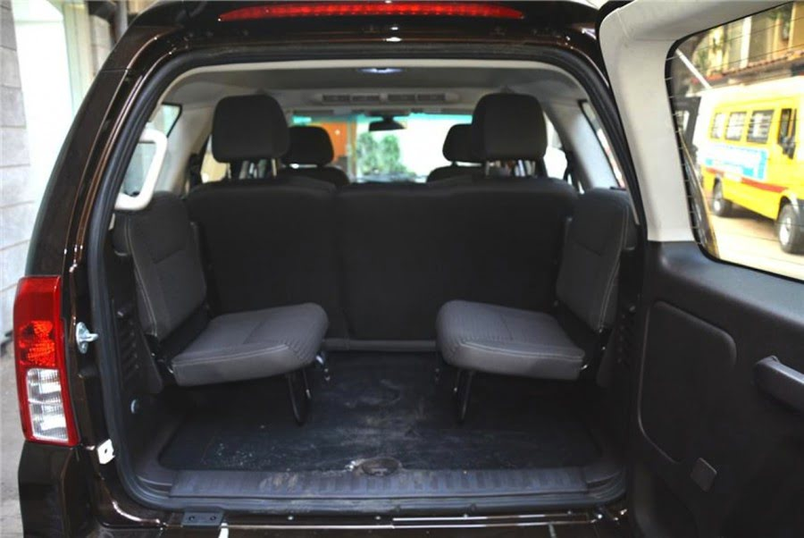 2015 Tata Safari Storme Facelift Interior Rear Seats Pics