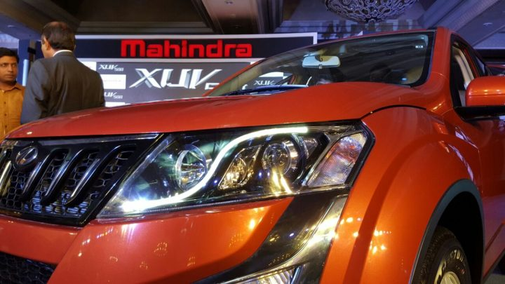 2015-mahindra-xuv500-new-model-pics-headlight