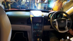 2015-mahindra-xuv500-new-model-pics-interior