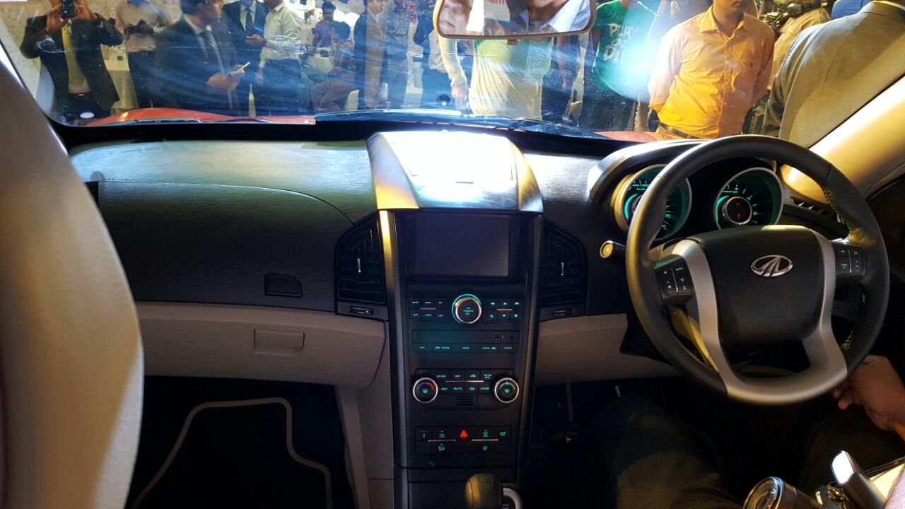 2015 Mahindra Xuv500 New Model Pics Interior Carblogindia