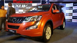 2015-mahindra-xuv500-new-model-pics-sunset-orange-headlight