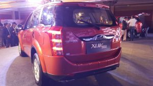 2015-mahindra-xuv500-new-model-pics-sunset-orange-rear