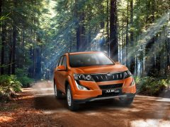 2015-mahindra-xuv5oo-facelift-pics-front-angle-sunset-orange