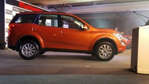 mahindra-xuv500-new-model-pics-side-sunset-orange-2
