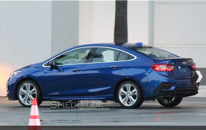 new-model-chevrolet-cruze-pics-side-blue