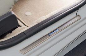 nissan-terrano-groove-limited-edition-pics-LED Scuffplate-Terrano_Silver_CR