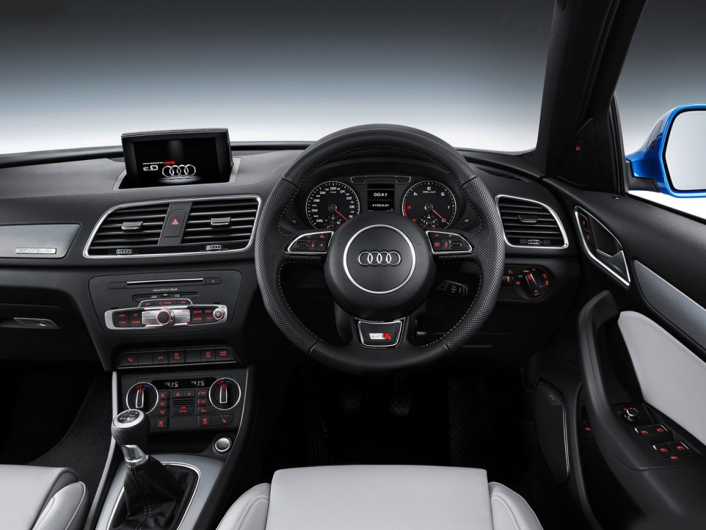 2015 model audi q3 india interior carblogindia. Black Bedroom Furniture Sets. Home Design Ideas