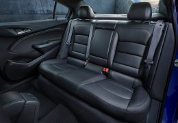 Chevrolet-Cruze-2016-backseat