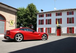 Ferrari-F12berlinetta-india-3