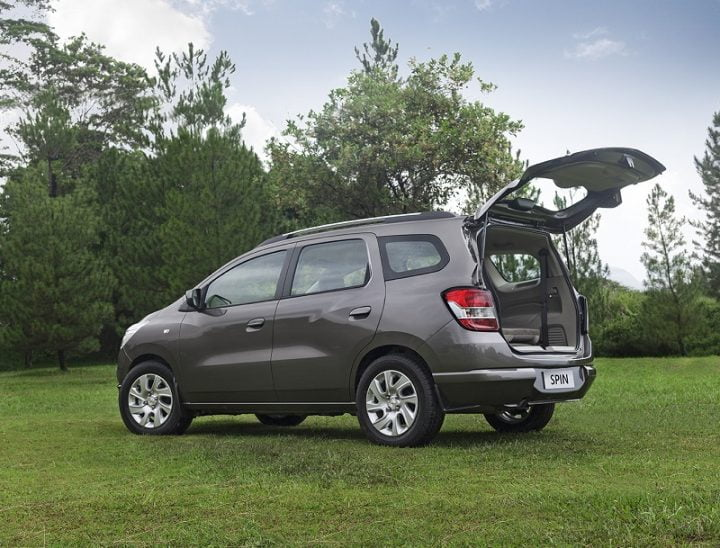Chevrolet Spin_This seven-seater MPV will go on sale in India in early 2017. It will be manufactured at the Talegaon plant.