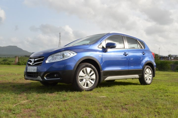 Nexa-Maruti-S-Cross-Blue-Front-Three-Quarter