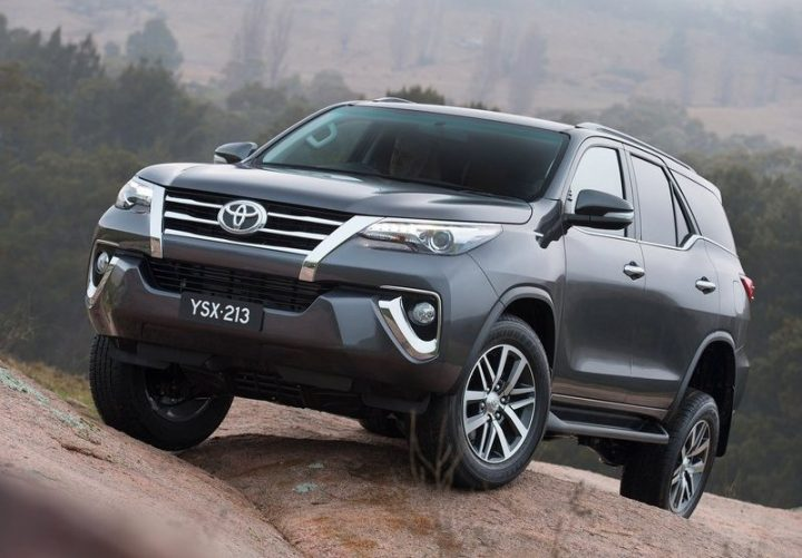 toyota fortuner old vs new Fortuner-india-launch-2016-10