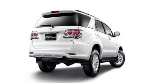 Toyota-fortuner-white-rear