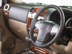 isuzu-mu-7-new-AT-steering