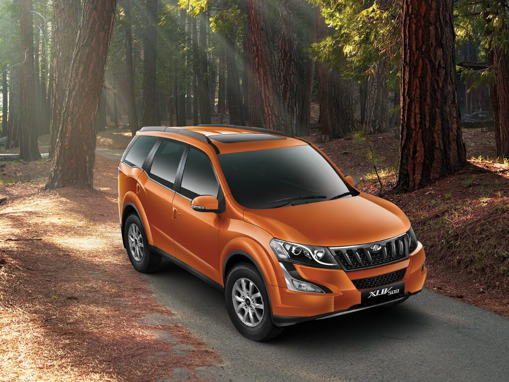 best automatic suv in india under 25 lakhs with price, specs and images mahindra-xuv500-orange-front-angle