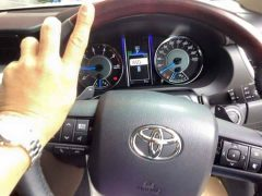 new-2016-toyota-fortuner-thailand-white-steering