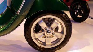 vespa-sxl-vxl-pics-green-alloys