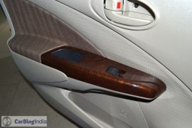 2015-toyota-etios-xclusive-limited-edition-door-wood-trim-pics-0005